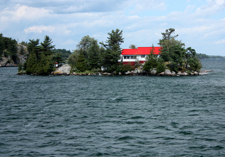 Canada Ontario Photos :: 1000 Islands :: 1000 Islands - a cottage with a red roof