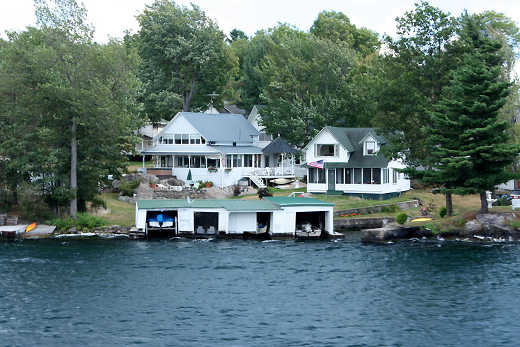 Canada Ontario Photos :: 1000 Islands :: 1000 islands - houses and garages for boats