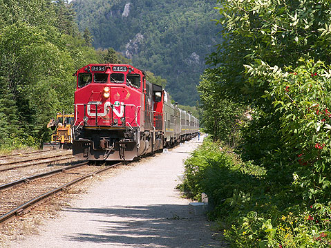 Canada Ontario Photos :: Agawa Canyon :: Ontario. Train in Agawa Canyon