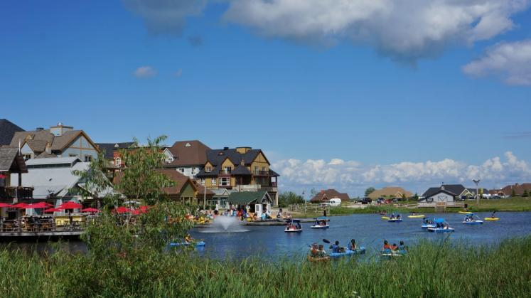 Canada Ontario Photos :: Blue Mountain :: Paddle boats and Kayaks on Mill Pond Blue Mountain