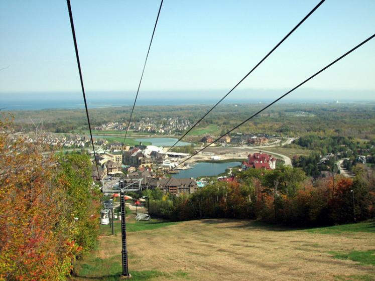 Canada Ontario Photos :: Blue Mountain :: Blue Mountain - view on the village from the lift