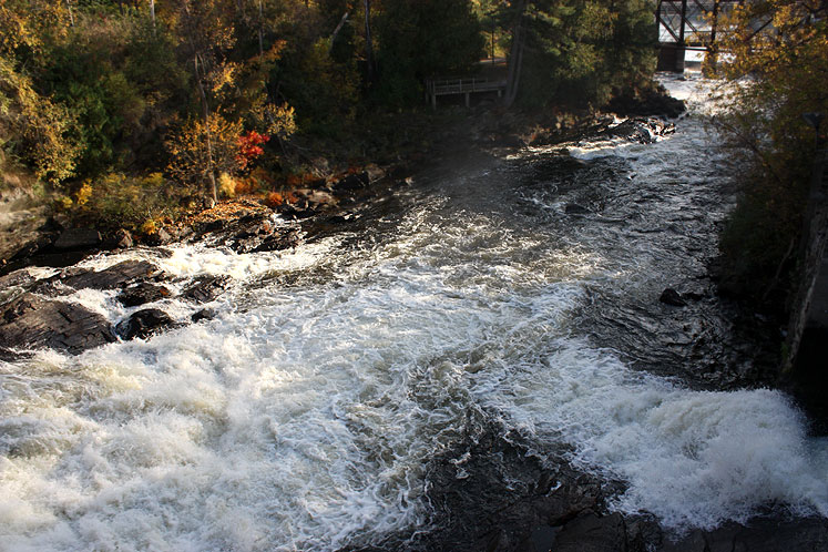 Canada Ontario Photos :: Nature :: A river in Bracebridge