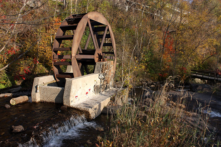 Canada Ontario Photos :: Bracebridge :: Bracebridge - a mill wheel