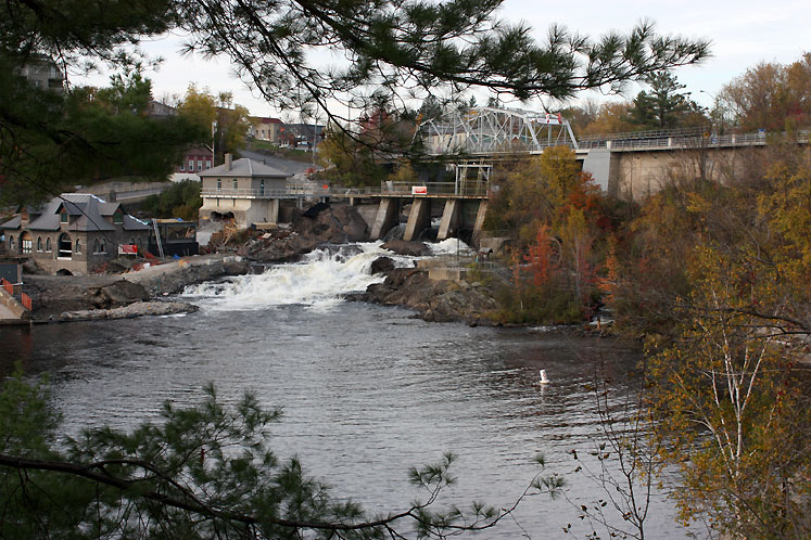 Canada Ontario Photos :: Torontonian :: Bracebridge - a view on the bridge