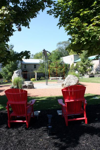 Canada Ontario Photos :: Elora :: Elora. Red chairs and a statue