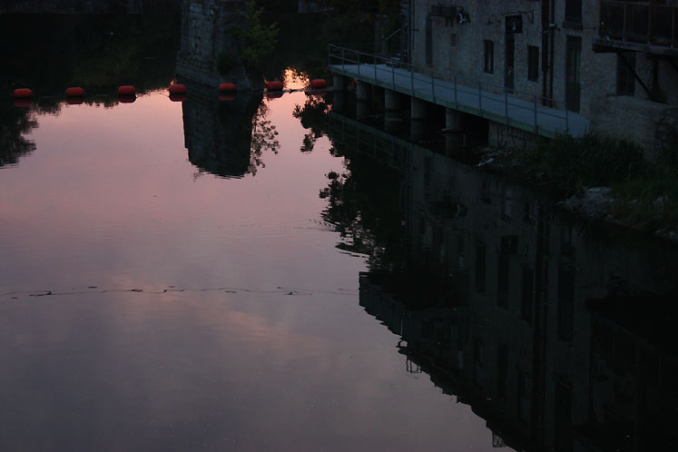 World Travel Photos :: Reflections :: Ontario. Elora - reflection of the buildings in the Grand River