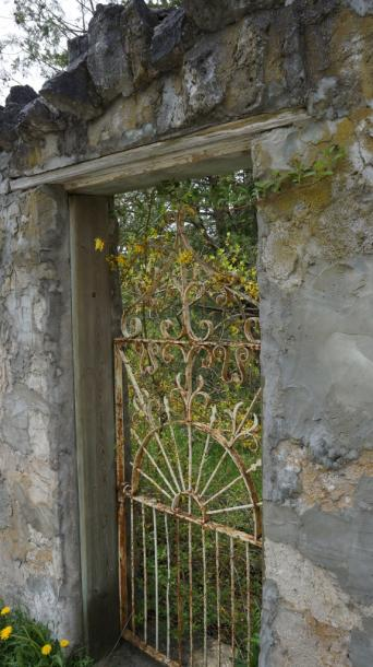 Canada Ontario Photos :: Elora :: Stone Wall and Gate Elora