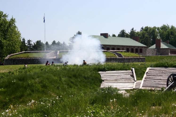 Canada Ontario Photos :: Fort Erie :: A mock battle in Fort Erie