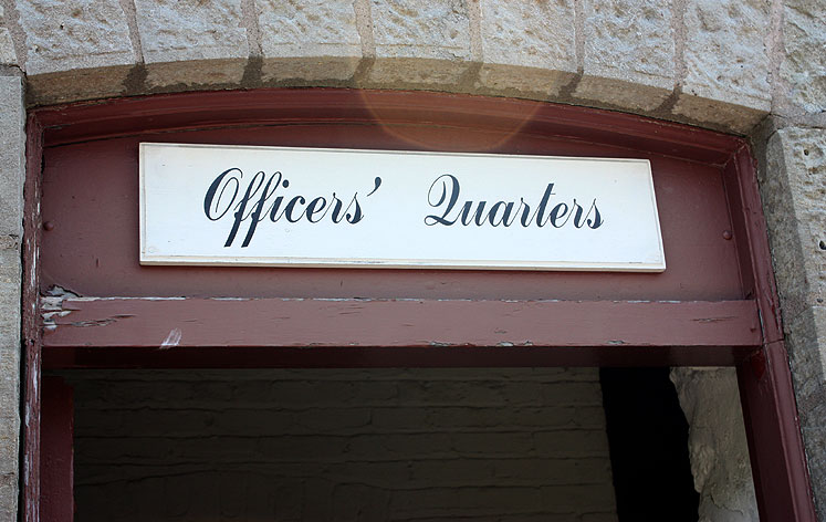 Canada Ontario Photos :: Fort Erie :: Fort Erie. Officers´ Quarters sign
