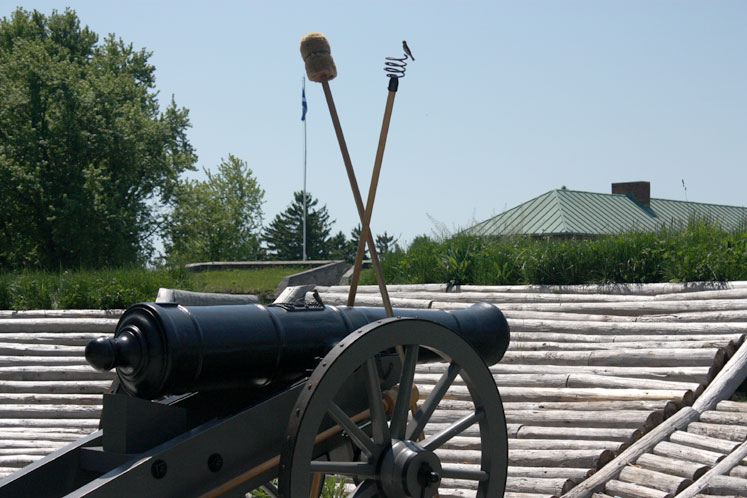 Canada Ontario Photos :: Fort Erie :: Fort Erie - a cannon