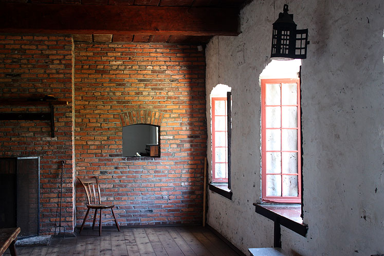 Canada Ontario Photos :: Fort Erie :: Historic Fort Erie - a room in soldiers´ barracks
