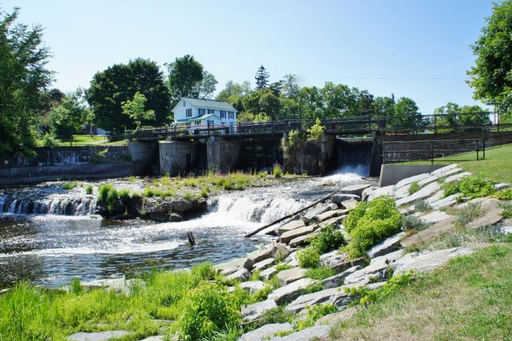 Canada Ontario Photos :: Nature :: Falls Confederation Park Gananoque