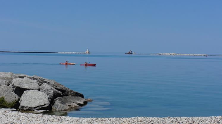 Canada Ontario Photos :: Goderich :: Kayaking in Christopher Beach in Goderich