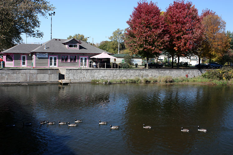 Canada Ontario Photos :: Guelph :: A pond in Guelph