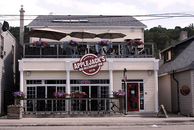 Canada Ontario Photos :: Haliburton :: Haliburton - Applejack´s restaurant