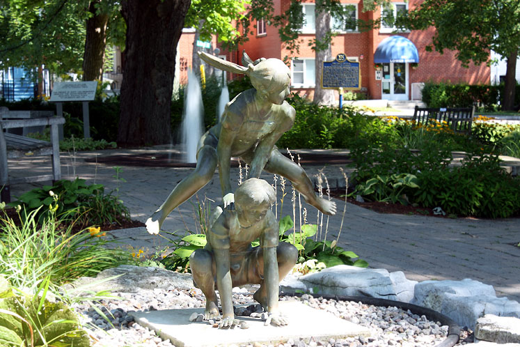 Canada Ontario Photos :: Kingston :: Kingston - a statue in the park