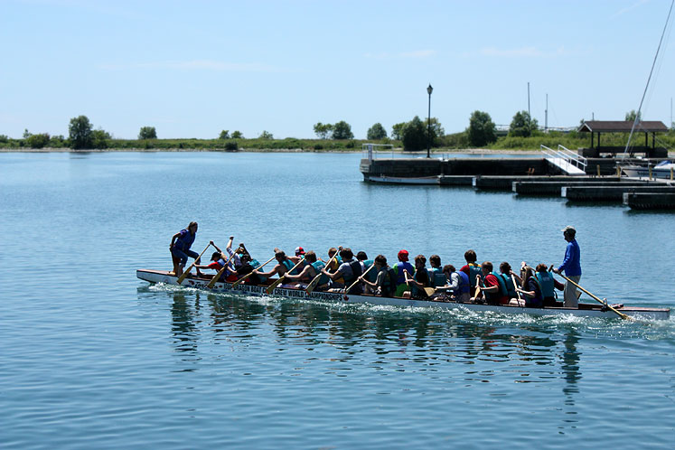 Canada Ontario Photos :: Cobourg :: Cobourg - a training for Dragon Boat World Championship