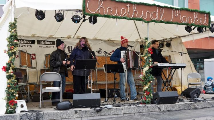 Canada Ontario Photos :: Kitchener :: Christkindl Christmas Market Entertainment Kitchener