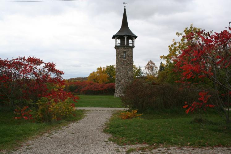 World Travel Photos :: Quiet small-town views :: Ontario. Kitchener. Pioneer Tower