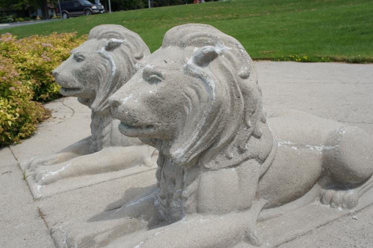 Canada Ontario Photos :: Goderich :: Cement Lions in Goderich Park