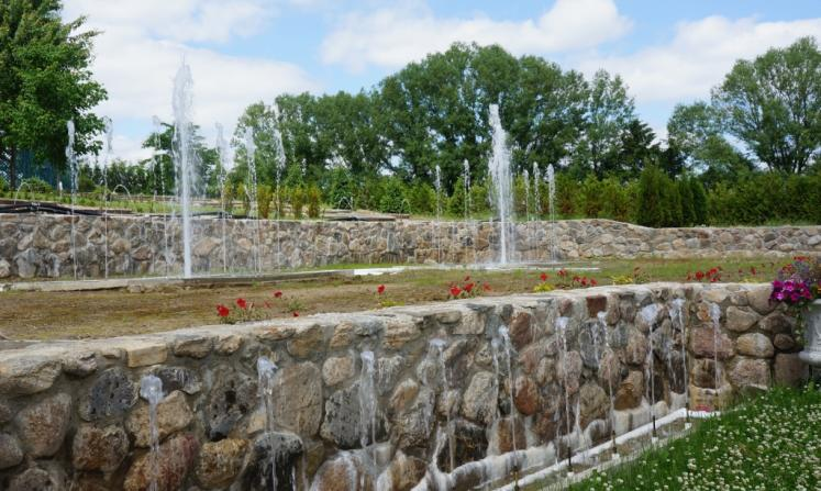 Canada Ontario Photos :: Misc :: Dancing Fountains at Whistling Gardens in Wilsonville