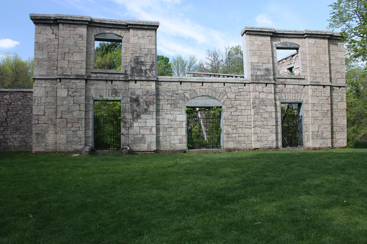 Canada Ontario Photos :: Misc :: Dundas Valley Trail - ruins of the Hermitage