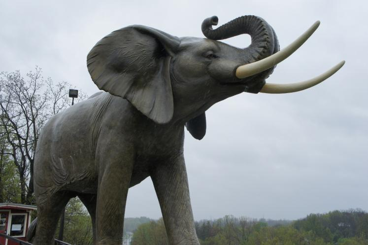 Canada Ontario Photos :: Misc :: Jumbo The Elephant Statue Erected in 1985 in St.Thomas