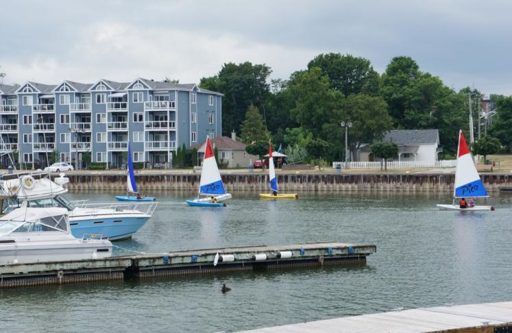 Canada Ontario Photos :: Misc :: Learning to sail Meaford Harbour
