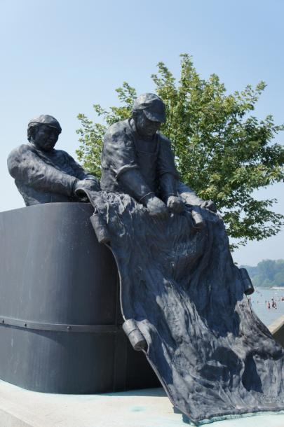 Canada Ontario Photos :: Landmarks :: Monument dedicated to Commercial Fisherman who lost their lives at sea Port Dover