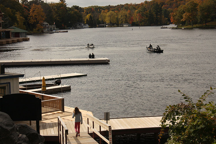 Canada Ontario Photos :: Misc :: Muskoka. A warm Autumn day in Port Carling