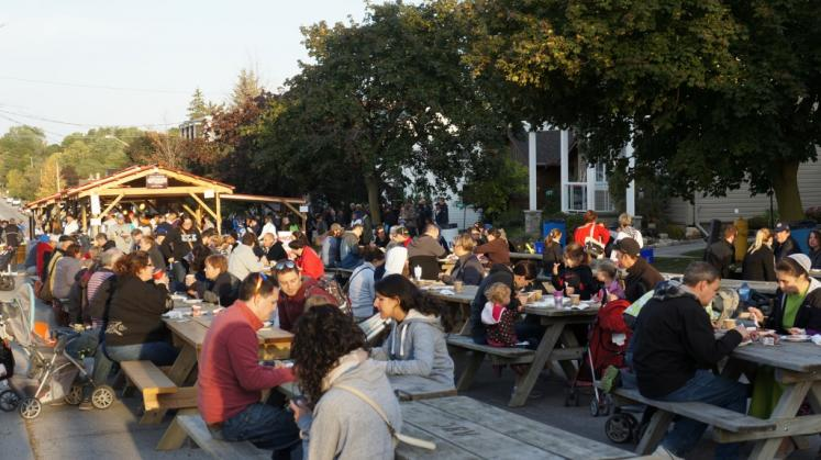 Canada Ontario Photos :: Misc :: Pancake Breakfast at Wellesley Apple and Cheese Festival