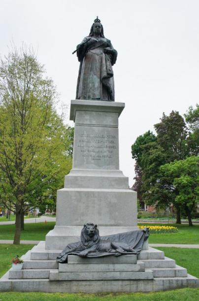 Canada Ontario Photos :: Kitchener :: Queen Victoria Statue erected by the Imperial Daughters of the Empire Princess of Wales Chapter Berlin 1909 located in Victoria Park Kitchener