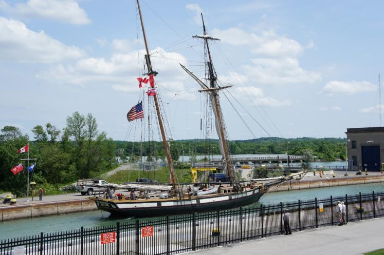 Canada Ontario Photos :: Misc :: Tall Ship leaving Welland Canal Lock #3 St.Catharines