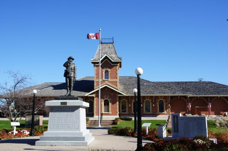 Canada Ontario Photos :: Collingwood :: Station Museum with Memorial of Heroes who fell in Great War 1914-1918 erected in 1922 Collingwood