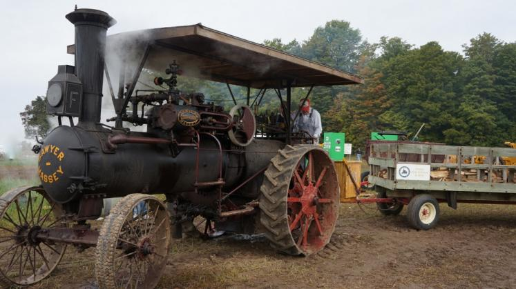 Canada Ontario Photos :: Misc :: Steam Tractor International Ploughing Match in Roseville