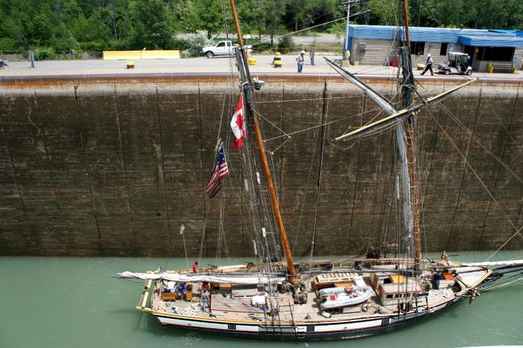 Canada Ontario Photos :: Misc :: Tall Ship going up Welland Canal Lock #3 St.Catharines