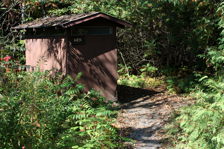 Canada Ontario Photos :: Warsaw Caves Park :: A men´s washroom in Warsaw Caves Park