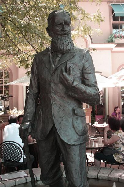 Canada Ontario Photos :: Landmarks :: Ontario. Niagara-on-the-Lake - Bernard Shaw statue
