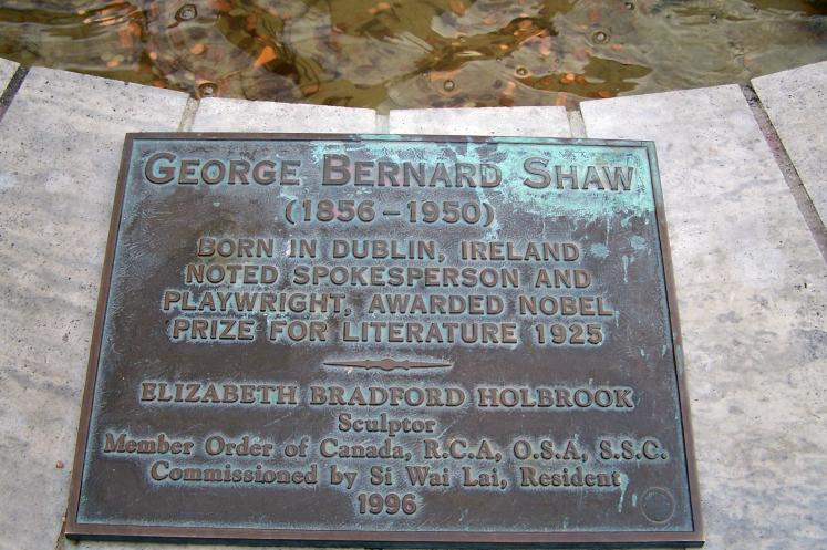 Canada Ontario Photos :: Niagara-on-the-Lake :: Ontario. Niagara-on-the-Lake - a memorial boards underneath Bernard Shaw statue
