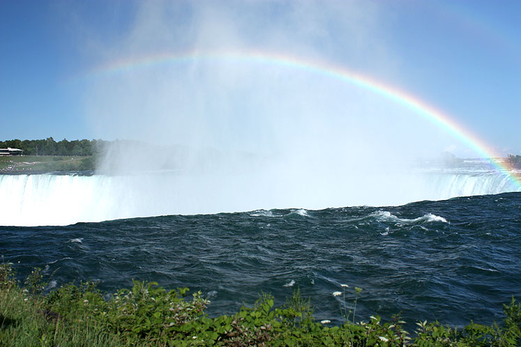 World Travel Photos :: Waterfalls :: A rainbow at Niagara Falls