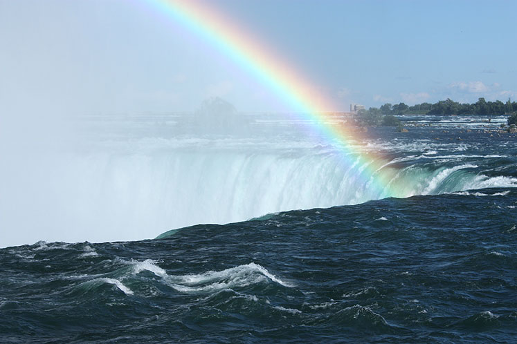 Canada Ontario Photos :: Nature :: A rainbow at Niagara Falls