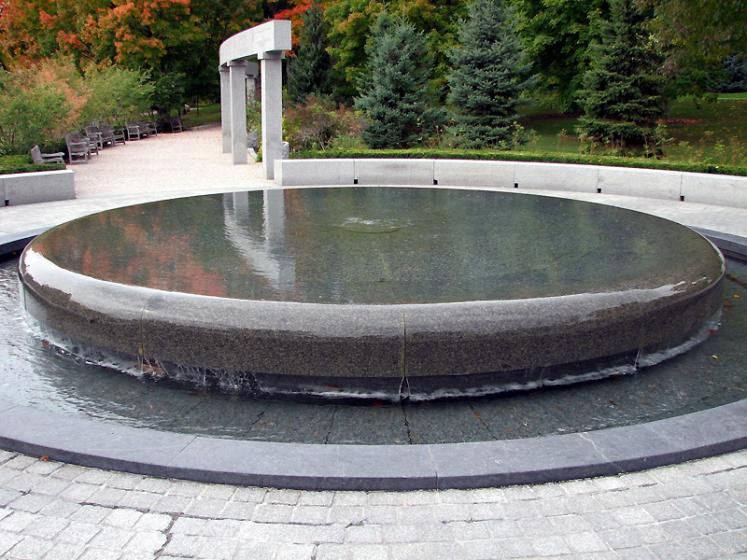 Canada Ontario Photos :: Rideau Hall :: Ottawa. Fountain in Rideau Hall park