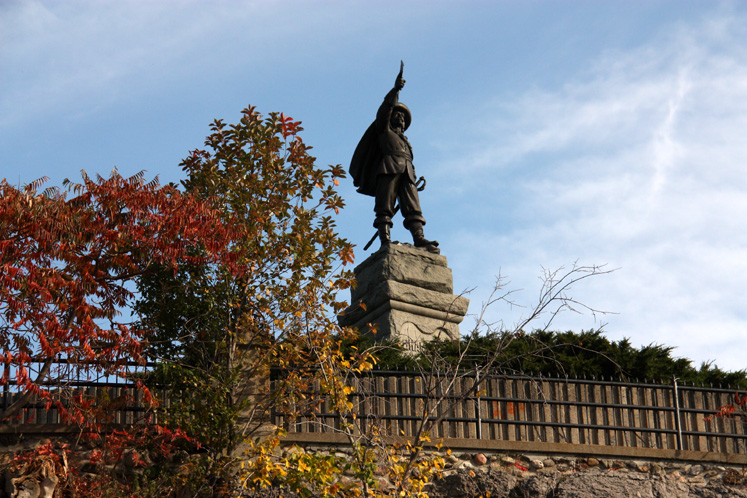 Canada Ontario Photos :: Sculptures and Monuments :: Ottawa. A statue of Samuel de Champlain