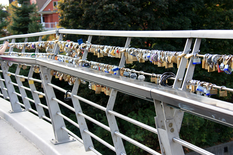 Canada Ontario Photos :: Ottawa :: Ottawa. Locks on the bridge