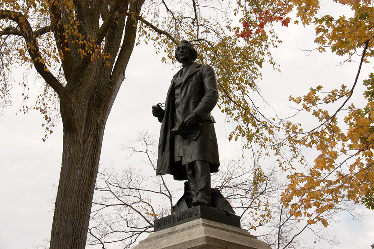 Canada Ontario Photos :: Ottawa :: Ottawa - Sir John MacDonald monument