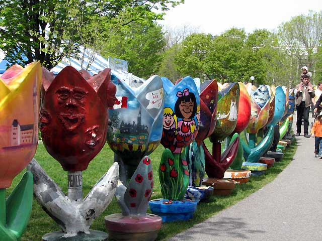 Canada Ontario Photos :: Sculptures and Monuments :: Ottawa. Tulips festival