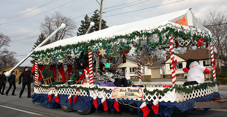 Canada Ontario Photos :: Richmond Hill :: Richmond Hill. One of the platforms at the Santa Claus Parade
