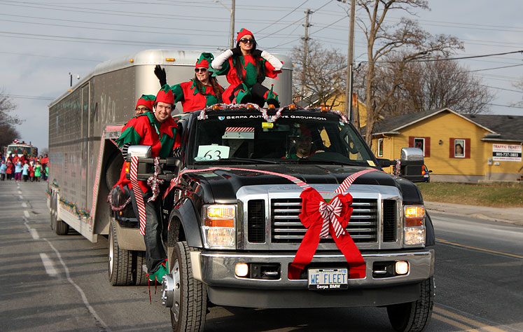 World Travel Photos :: Christmas :: Richmond Hill. Santa Claus parade 2012 - elves