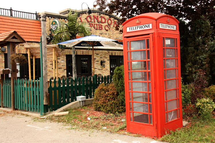 Canada Ontario Photos :: Richmond Hill :: Richmond Hill - an English style phone booth