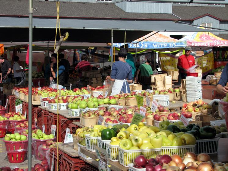 Canada Ontario Photos :: St. Jacobs :: St. Jacobs market. Apples harvest